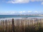 La plage des sables blancs à une minute de la villa d'artiste