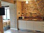 La cucina e uno scorcio della veranda panoramica