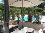 terrasse face piscine
