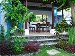 Garden with dining bale at Villa Shantitara