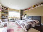 Kids bedroom 1 (oversized).