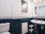 LA SALVE apartment by PEOPLE RENTALS in Bilbao - Bathroom