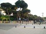 Parque infantil junto a la urbanización