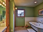 Upstairs, the detached tub is ideal for warming up your frozen toes from skiing.