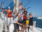 Photo de pirates à bord du catamaran Pommeliane dans les Caraïbes.
