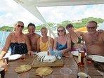 Repas à l'ombre de Pommeliane pendant une croisière dans les Caraïbes.