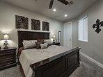 Master bedroom - King bed (main floor)