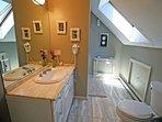 Third floor Queen bedroom bathroom