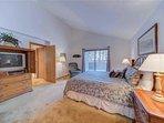 Sunriver-Vacation-Rental---12-Diamond-Peak---Master-Bedroom-2