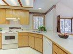 Sunriver-Vacation-Rental---12-Diamond-Peak---Kitchen-2