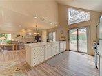 Sunriver-Vacation-Rental---8-Yankee-Mountain---Kitchen-2