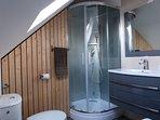 Salle de bain avec cabine douche
