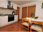 A4 gornji(4+1): kitchen and dining room