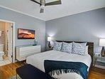 King bed w/ full bath, 4K Flat Screen TV