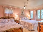 Four guests can sleep comfortably in the 'Rose' room.