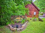 The cabin is ideally located steps from Smoky Mountain National Park.