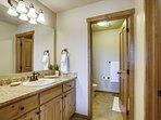 Master Bathroom,Granite Counter tops, linens provided
