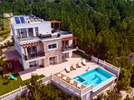Vilal Mirna offers  5 bedrooms, 5.5 bathrooms, fully air-conditioned