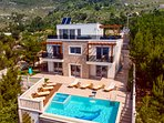 Modern and very luxurious villa and whole property