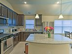 The fully equipped kitchen has a large kitchen island, perfect for cooking!