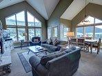 Beautiful top floor Gateway Lodge condo!
