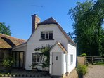 Cosy Characterful Cottage with countryside views