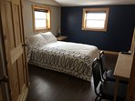 Standard room with a queen bed and private bath