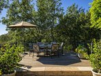 Pick your own avocados and limes and enjoy outdoor dining on a tree-shaded deck