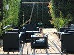 Poolside dining or aperos
