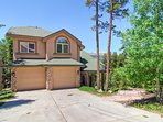 Located in Gold Flake Terrace, Aspenglow Chalet combines gorgeous views, spacious accommodations, and easy access to...