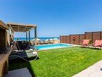 Amazing private pool & Garden!