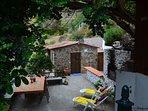 Zona exterior: Patio, Barbacoa, comedor al aire libre, área de descanso exterior.