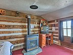 This Hill City vacation rental features a gas fireplace and 1 full bathroom.