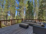 If you prefer to cast your sights towards the gorgeous nature around you, sink into the couch on the huge back deck..