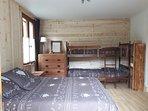 Chambre (lit 2 personnes et lits superposés)