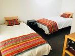 Dormitorio doble 'Chimpahuaylla', con baño privado y hermosas vistas al jardín.