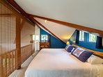 Dynamic Vaulted Ceilings, Hand Made Hawaiian Shams!  Guests LOVE the Bed!!