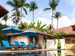 Akuvara - Pool deck sun loungers