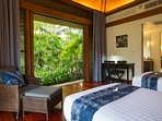 Villa Shanti - Twin bedroom view to lush tropical garden