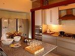 Villa Shanti - Modern kitchen