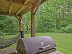Make a barbecue dinner with the charcoal smoker.
