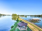 Enjoy Lake Hamilton views right from the deck!