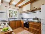 Cocina totalmente equipada con cubertería, cristalería,  lavavajillas etc.