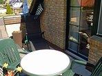 Haus am Wald -  Apartment Fewo 2 -  Balkon mit Relax-Liegen, Windschutz und Gartenmobiliar