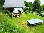 Jardin privé, salon de jardin, table de pique-nique, table de ping-pong, barbecue