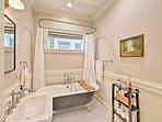 Utilize the second bathroom that has an amazing claw foot bathtub!