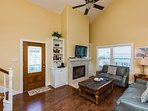 Front door, all windows have water views Vaulted ceiling.Beautiful coastal decor