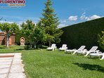 Finca con Piscina Privada para los clientes de Casas Rurales Florentino