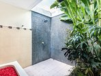 Outdoor shower facilities in the Bathroom 1