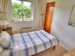 Cosy, single bedroom with fitted wardrobe, overlooks private side garden